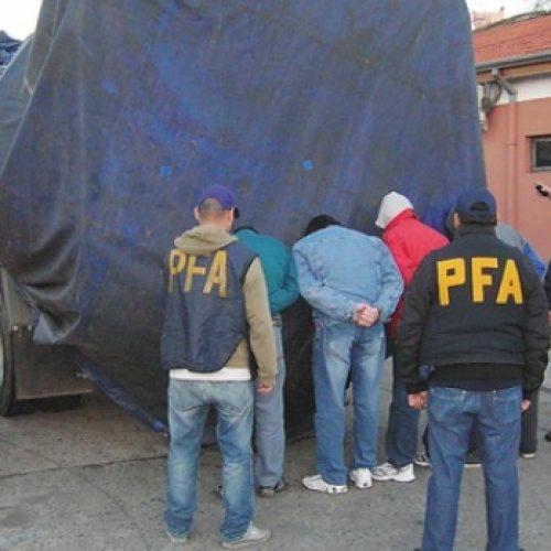 Radiografía de la crisis: roban 4 camiones por día y la mayoría son de alimentos
